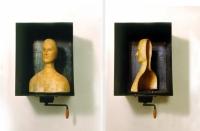 Αυτοπροσωπογραφία με κρυφά νοήματα, κερί, μέταλλο και μηχανισμός, 68 Χ40 Χ 40 εκ
