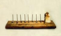 Να ζήσετε ΙII, κερί, ξύλο και μέταλλο, 15 Χ 50,5 Χ 15 εκ